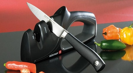 Using a manual knife sharpener from Wusthof